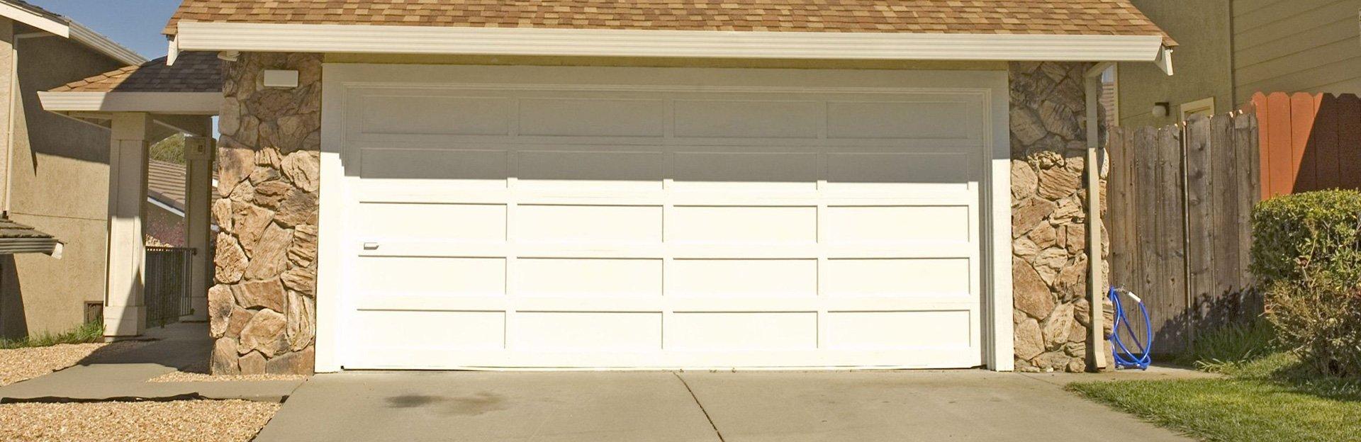 Pose porte de garage menuisier dunkerque menuiserie for Pose porte de garage
